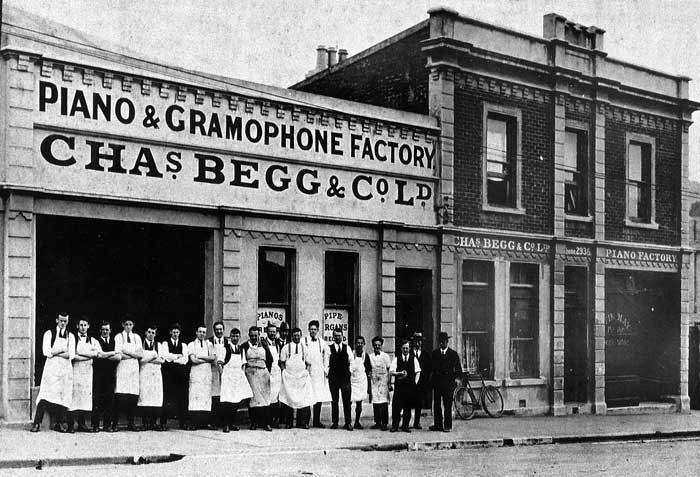Admin_thumb_piano-and-gramophone-factory-early-20th-century