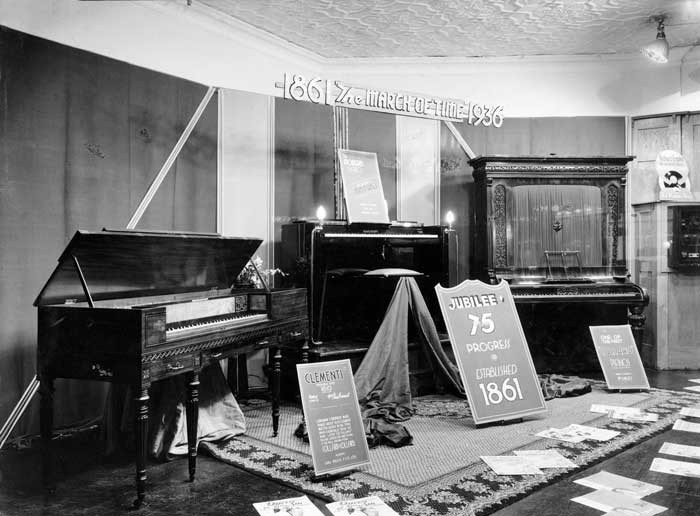 Admin_thumb_piano-display-1936