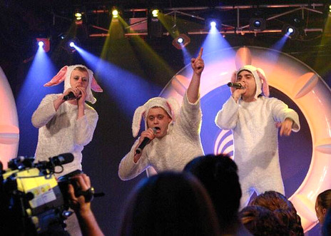 Hero thumb tourettes performing live on top of the pops nz with deus and fiasco