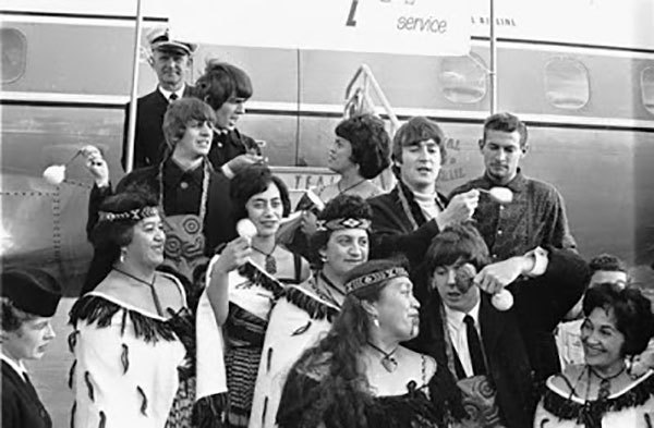 Admin_thumb_beatles-on-plane-steps