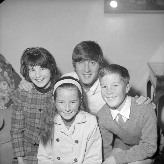 Admin_thumb_ohn_lennon__1940-1980___with_his_second_cousins__from_left__susan__helen_and_mark_parker__from_levin__photographed_23_june_1964_by_an_evening_post_staff_photographe