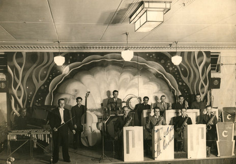 Hero Thumb Jw Ted Croad Band W Phil Campbell Early S on 1930s Swing Dance